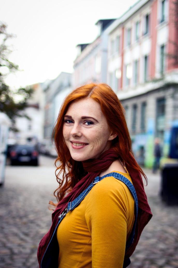 sabrina rote haare große augen
