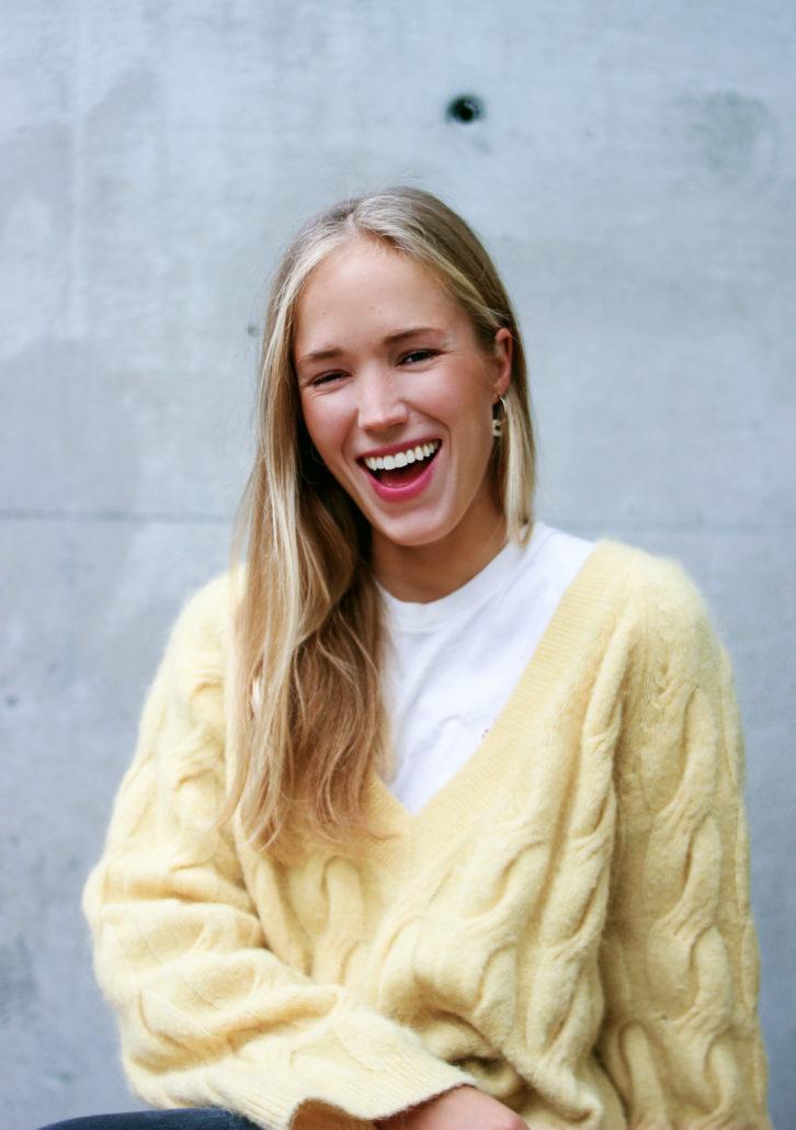 valerie blonde haare blaue augen nordisch lachen