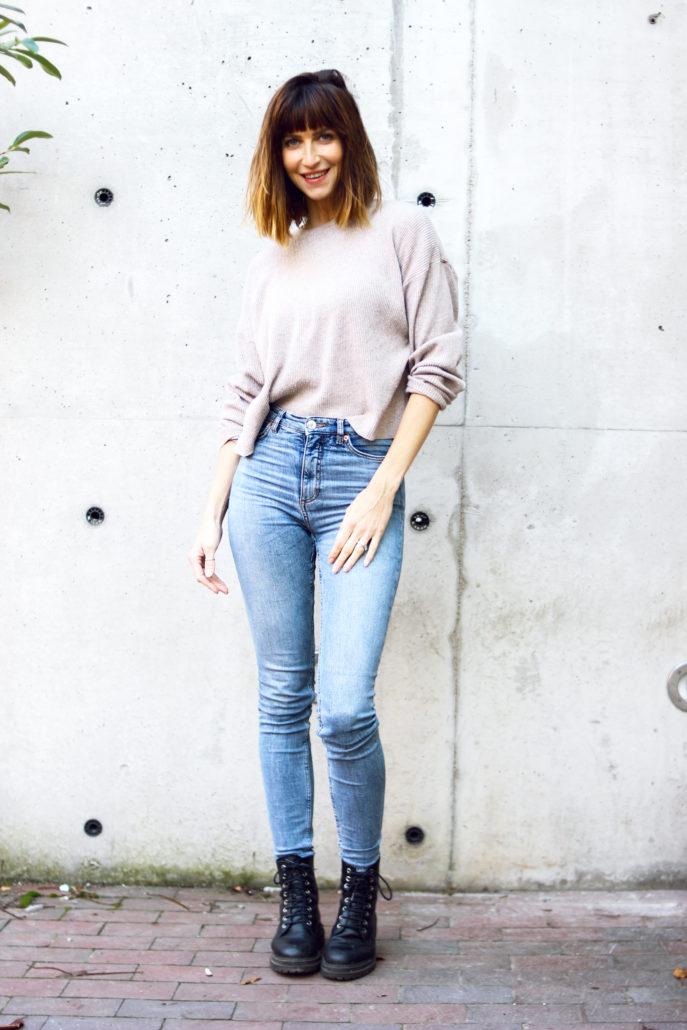 sarah model mit blauen augen