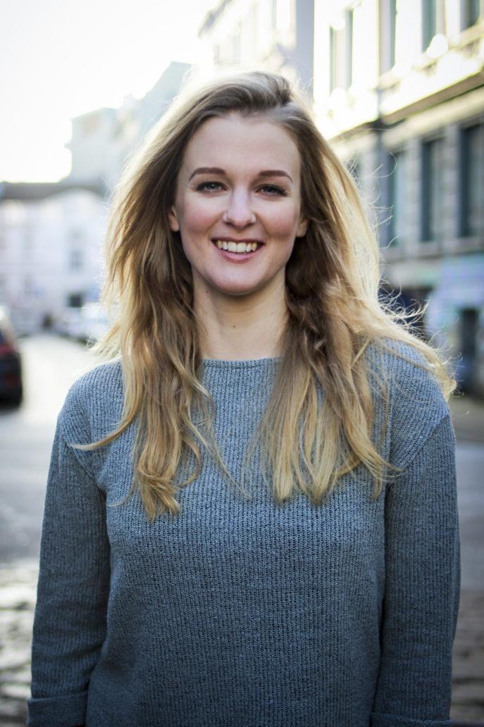 maria musicaldarstellerin mit blonden haaren