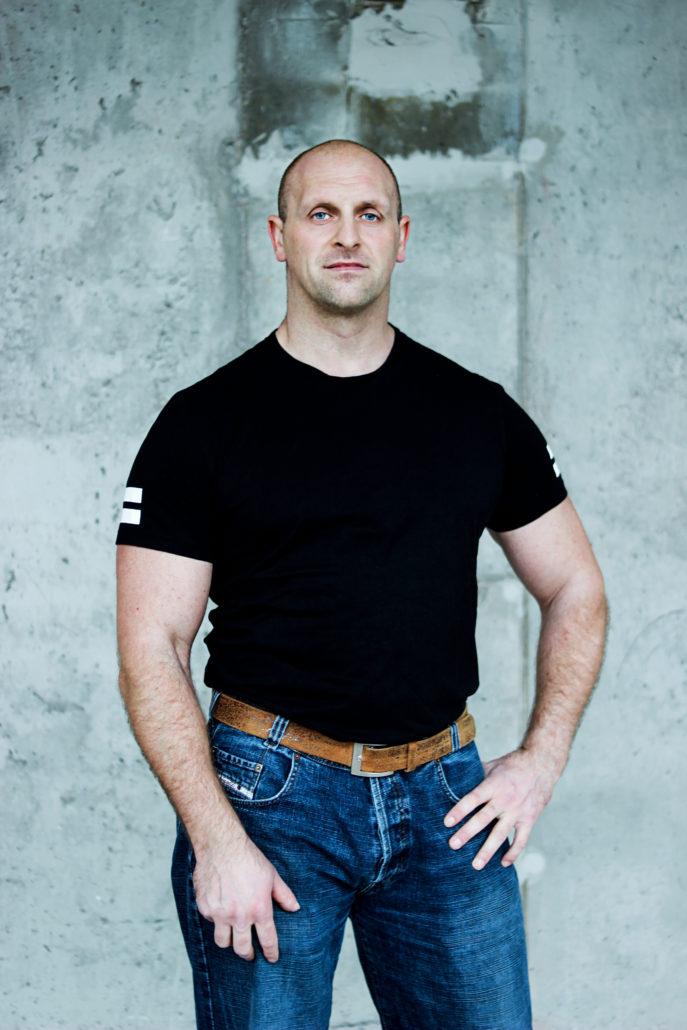 timo athlete mit glatze strongman