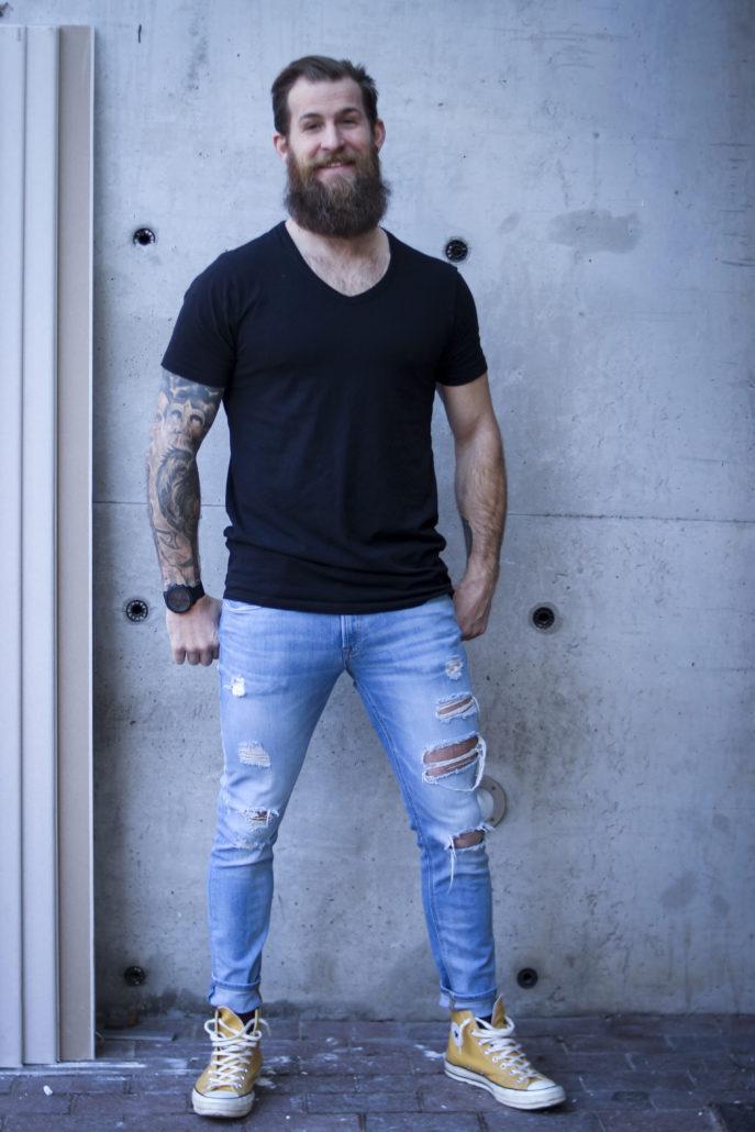 johannes mit muskeln tattoos und bart