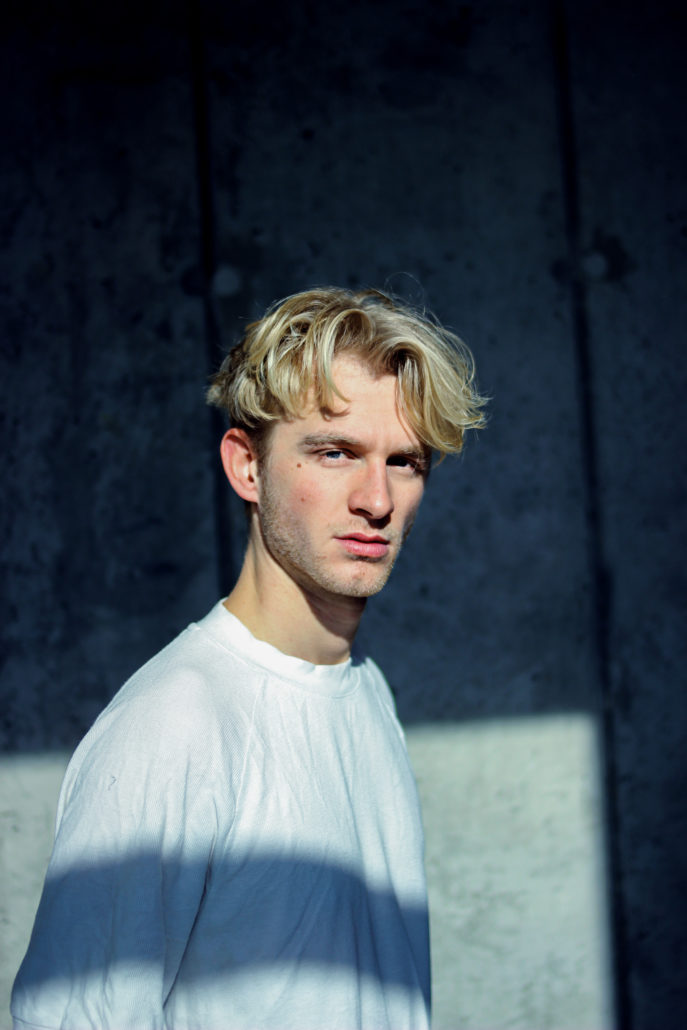 hauke model mit blonden haaren