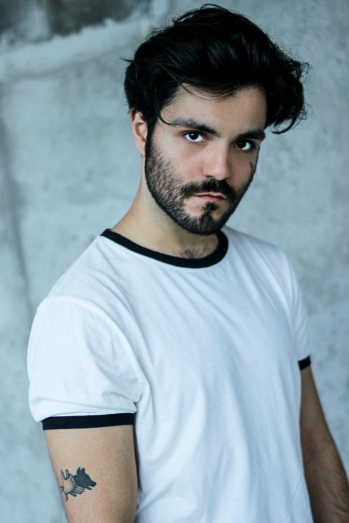 javid model actor mit schwarzen haaren