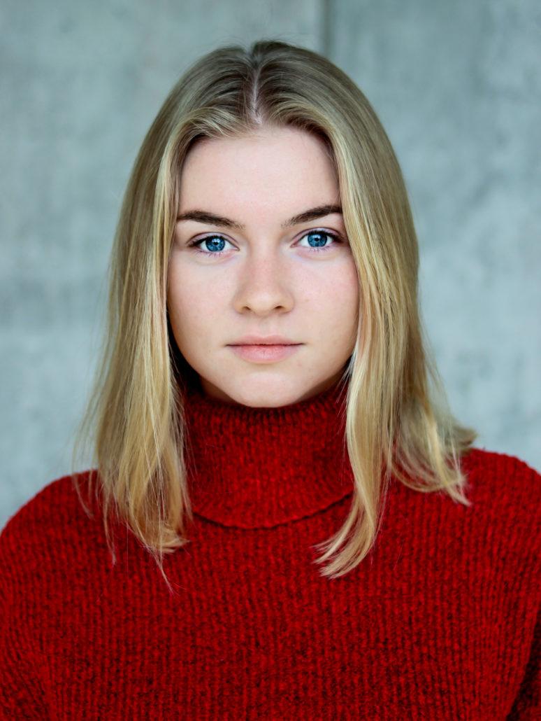 svenja model mit blonden haaren