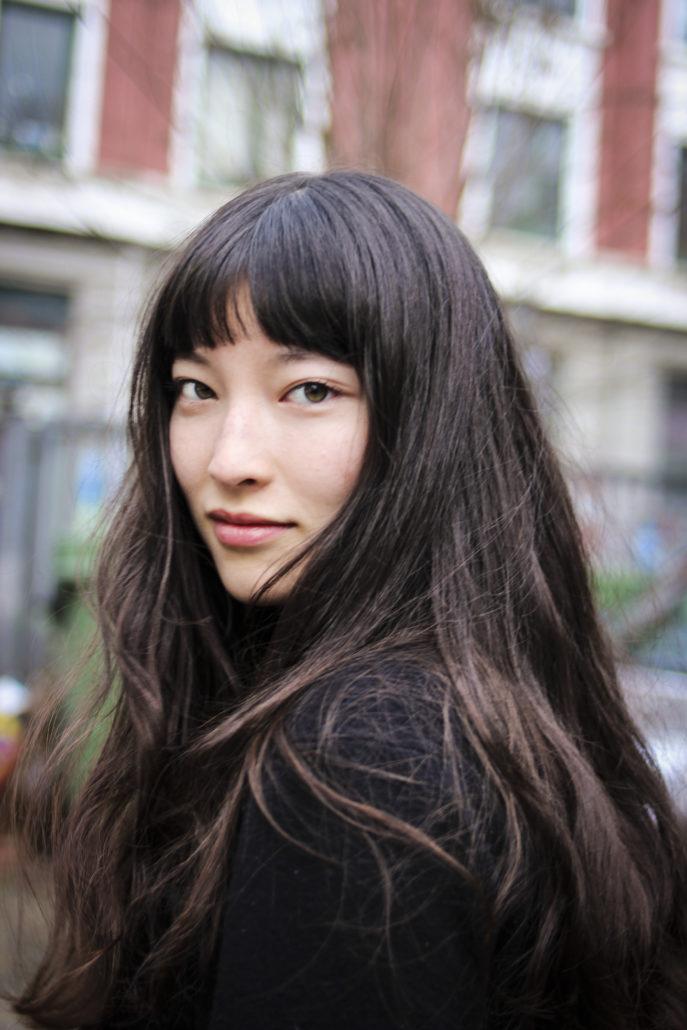 elisamit langen schwarzen haaren