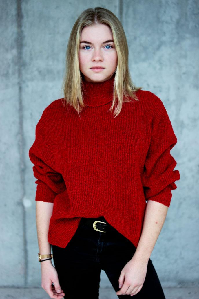 svenja model mit blonde haaren